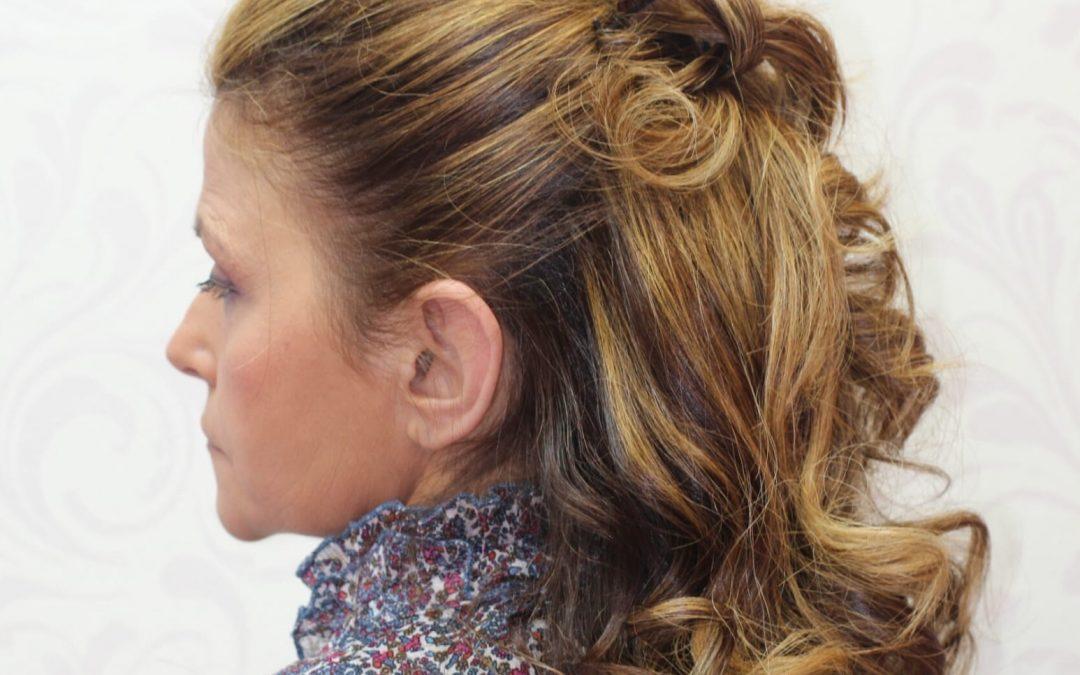 Un peinado recogido es perfecto para resaltar la belleza de tus facciones